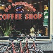 Les touristes bientôt bannis des coffee shops d'Amsterdam?